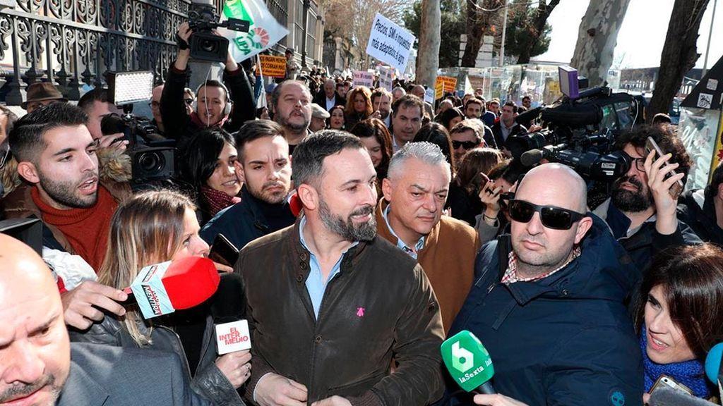 Los agricultores echan de su manifestación a Santiago Abascal
