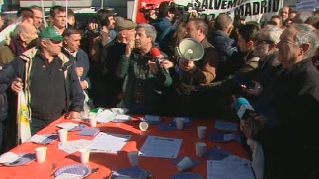En directo: Agricultores y ganaderos se manifiestan ante el ministerio