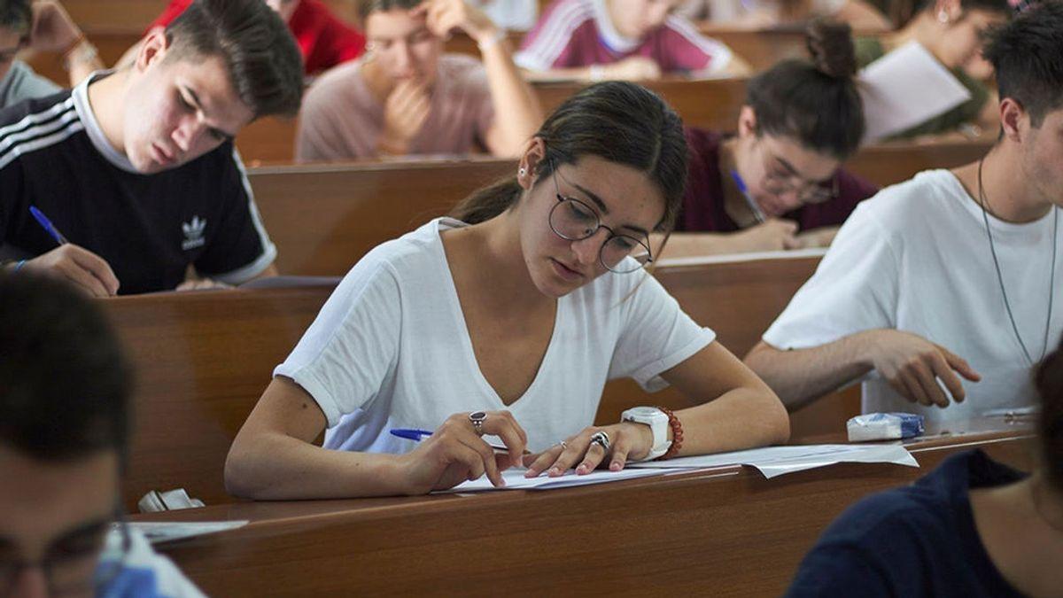 Los rectores denuncian que el  sistema excluyente de becas provoca el abandono de los universitarios