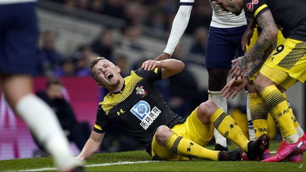 """La reacción de los jugadores al ver la lesión de su compañero: """"Se le puede ver el maldito hueso"""""""