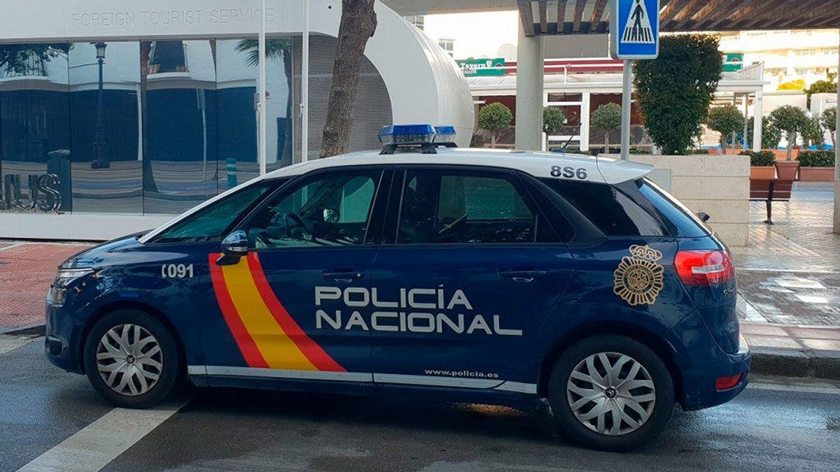 Detenido un anciano que rajaba las ruedas de vehículos en Linares para que los dueños alquilasen su garaje