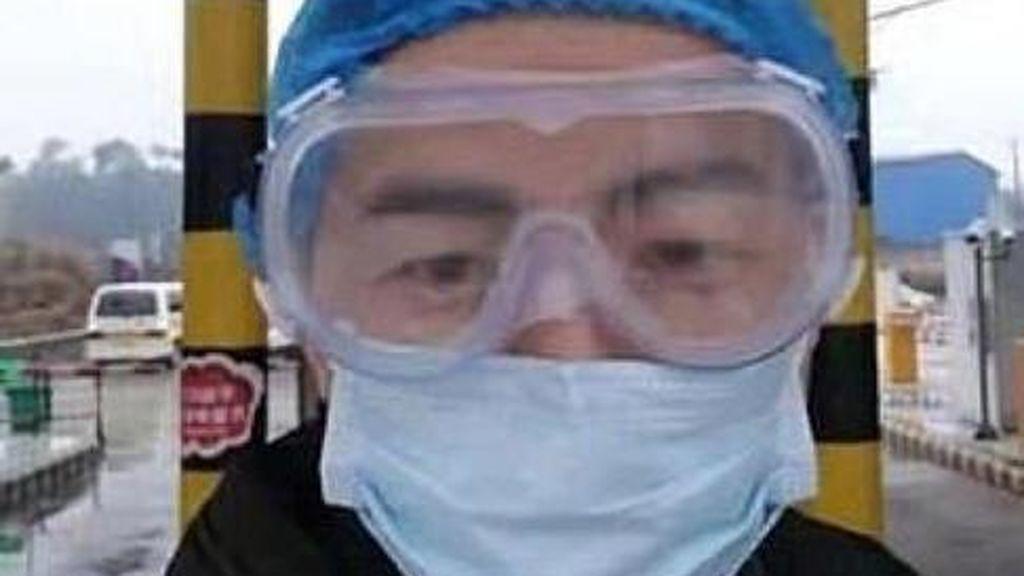Un médico en Wuhan muere de un infarto tras trabajar durante 10 días sin descanso