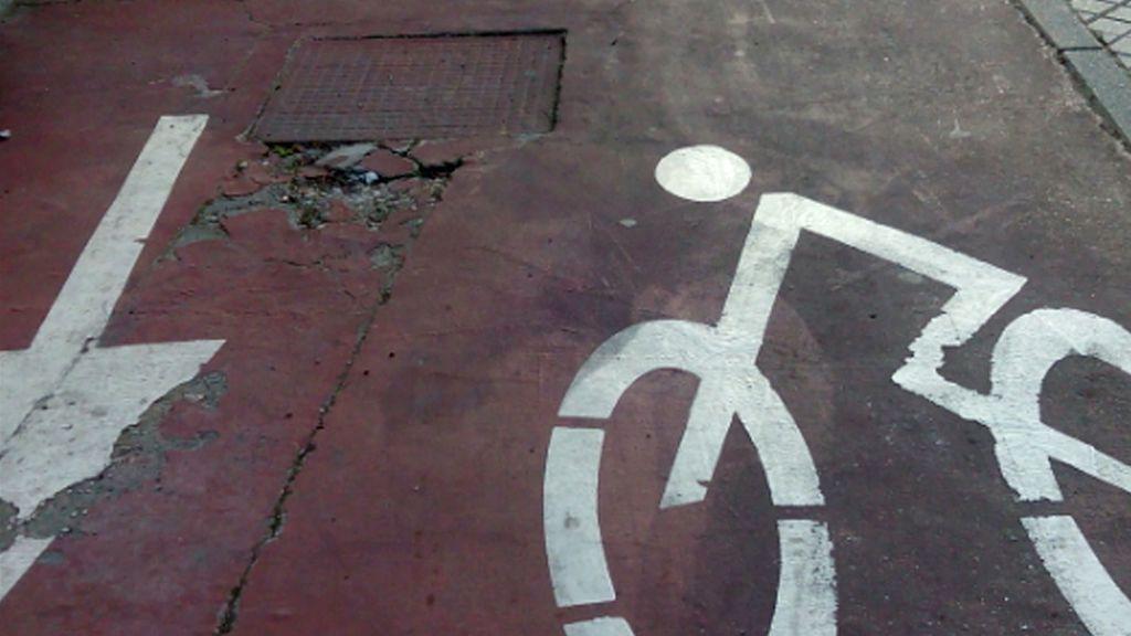 El Ayuntamiento de Córdoba tendrá que pagar 9.500 euros a una ciclista que sufrió un accidente en el carril bici