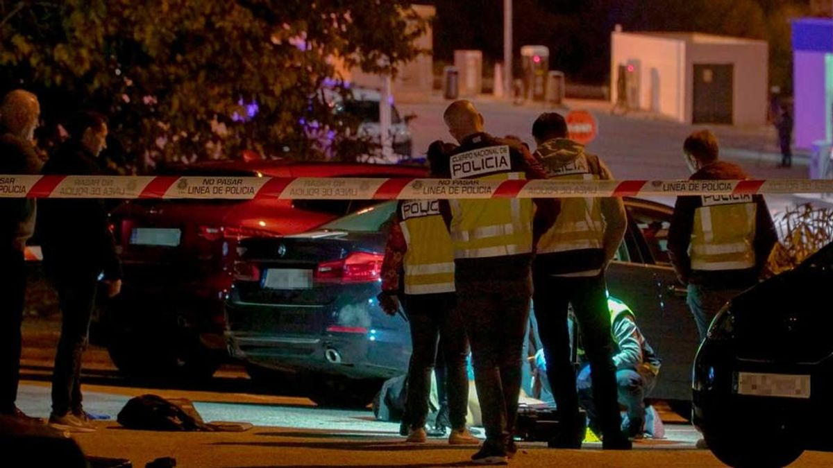 """El profesor que recicló la alfombra roja de los Goya lamenta el tiroteo en el barrio malagueño de La Palmilla: """"Hay que cambiar esto"""""""