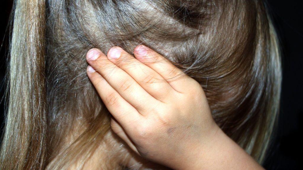 Detenida por abandono infantil: su hija de 5 años tenía una herida putrefacta con gusanos en la cabeza