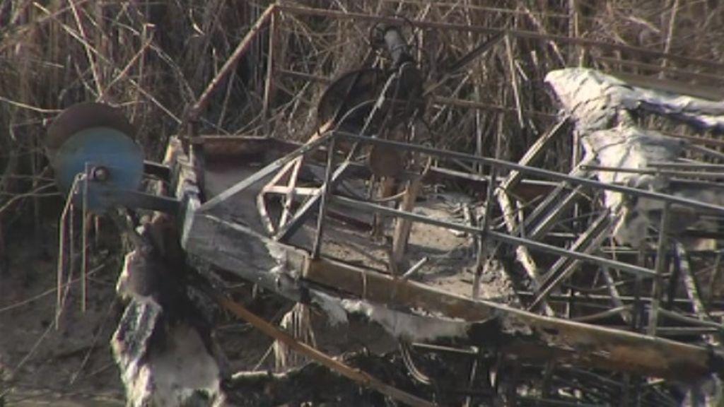 La guerra de las angulas: los furtivos se vengan del golpe policial quemando el barco 'chivato'