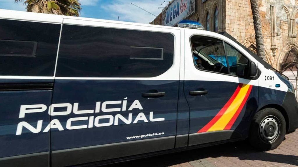 Hallan el cuerpo sin vida de una mujer en su piso de Lugo: tenía heridas de arma blanca en el cuello