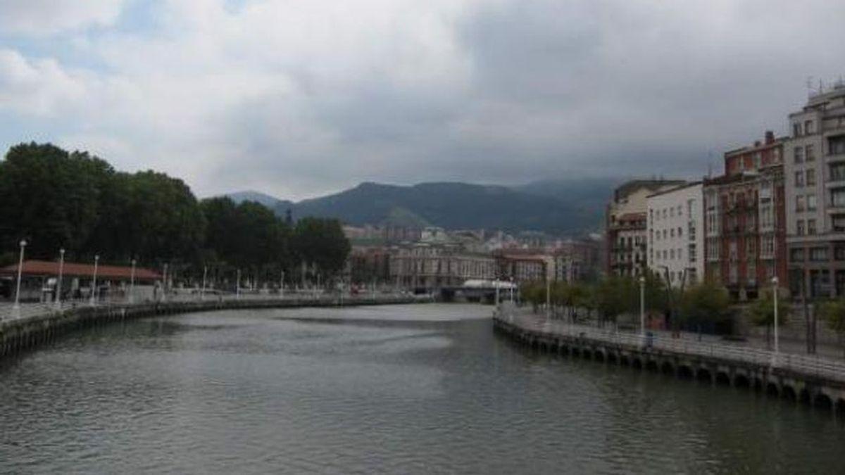 Los Servicios de Emergencia hallan el cadáver de una mujer flotando en aguas de la Ría, Bizkaia
