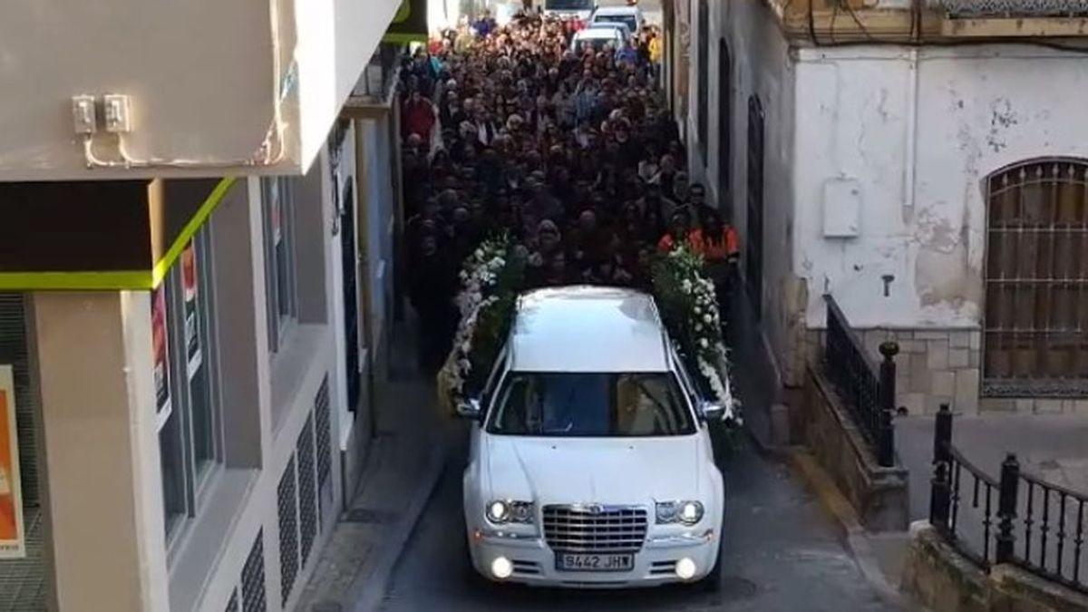 Illora despide con un último adiós multitudinario a su vecina Ana