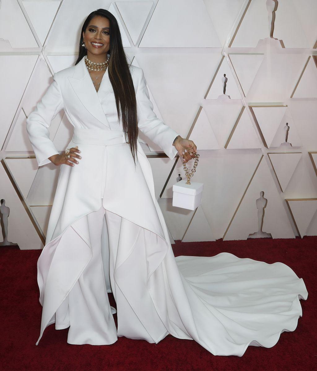 Lilly Singh posa en la alfombra roja de los Premios Óscar 2020