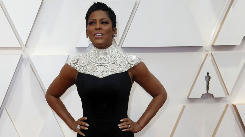Tamron Hall  posa en la alfombra roja de los Premios Óscar 2020