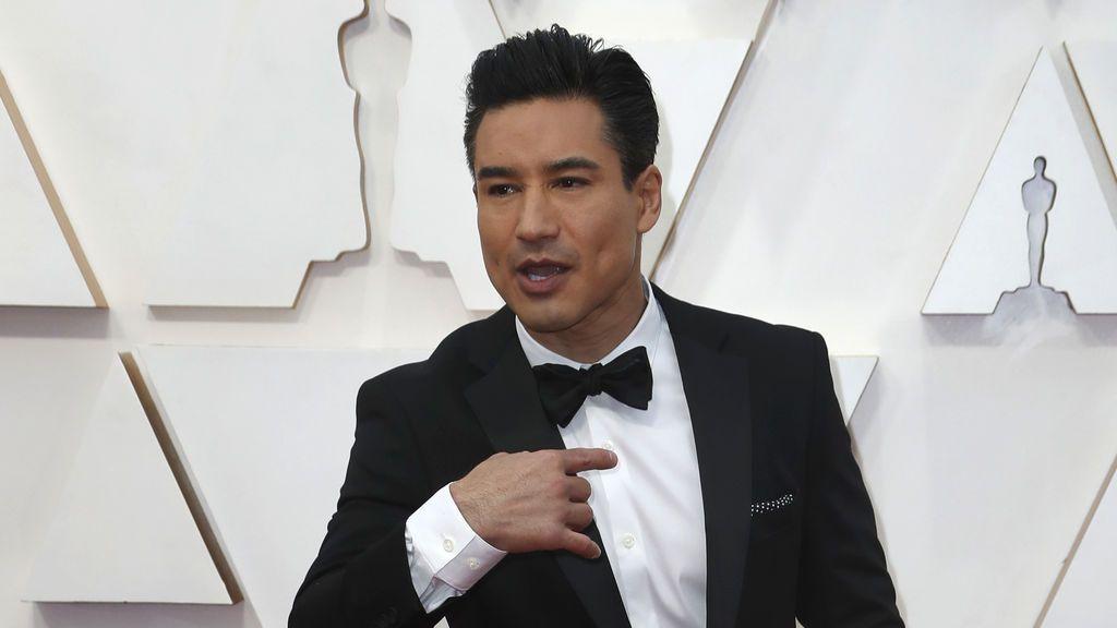 Mario Lopez posa en la alfombra roja de los Premios Óscar 2020