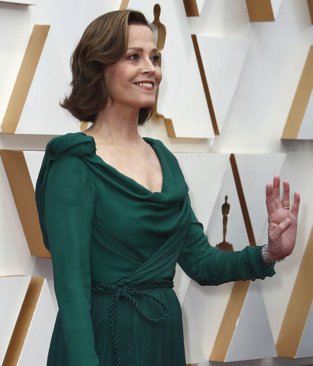 Sigourney Weaver posa en la alfombra roja de los Premios Óscar 2020