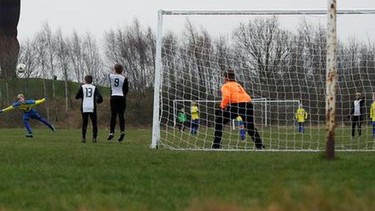 La violencia en el fútbol modesto no cesa: agreden a un árbitro de 16 años en un partido en Badajoz