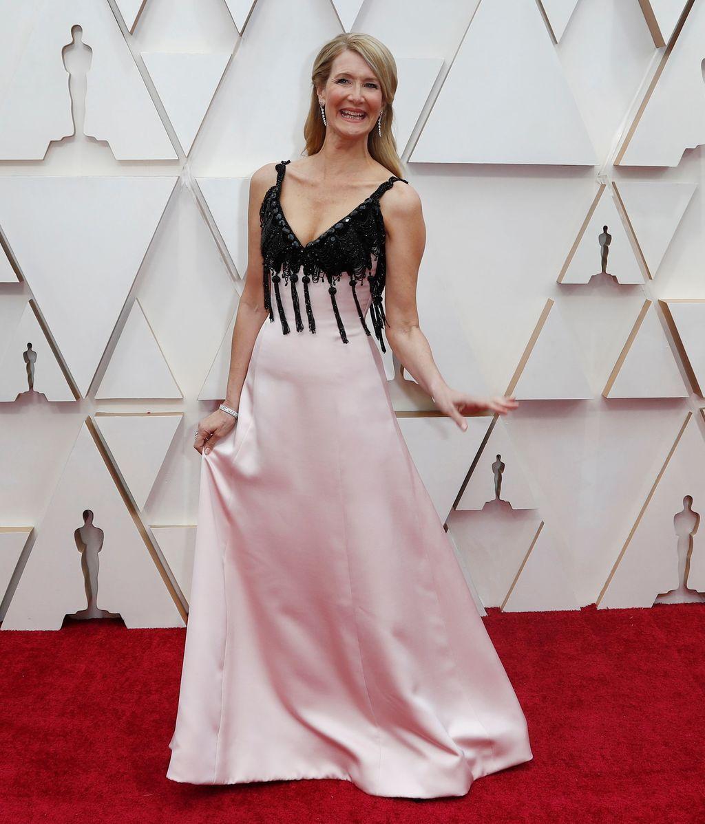 Laura Dern posa en la alfombra roja de los Premios Óscar 2020