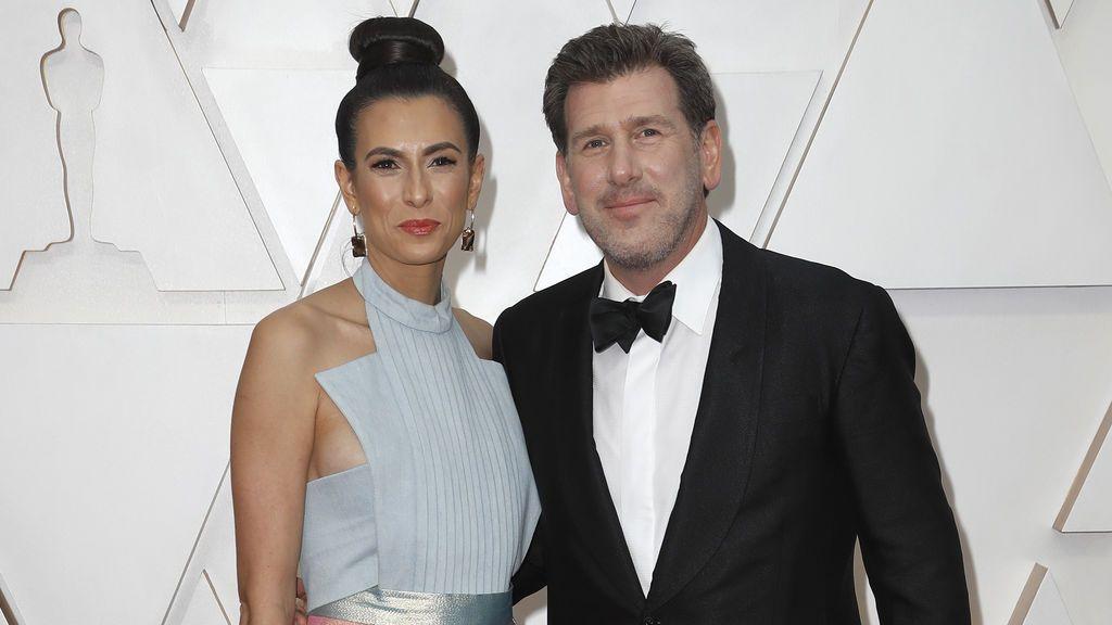 Lawrence Sher y Hema Patel en la alfombra roja de los Premios Óscar 2020
