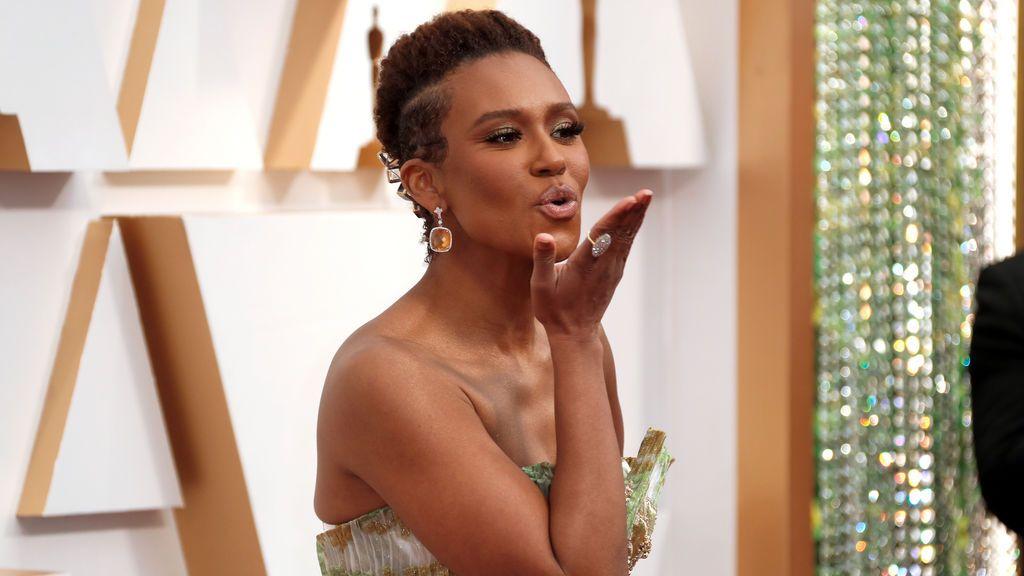 Ryan Michelle Bathe  posa en la alfombra roja de los Premios Óscar 2020
