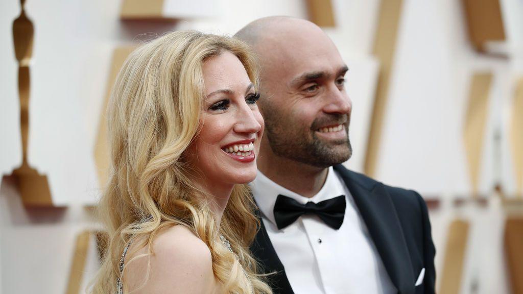 Kelly Ripa y Mark Consuelos posan en la alfombra roja de los Premios Óscar 2020