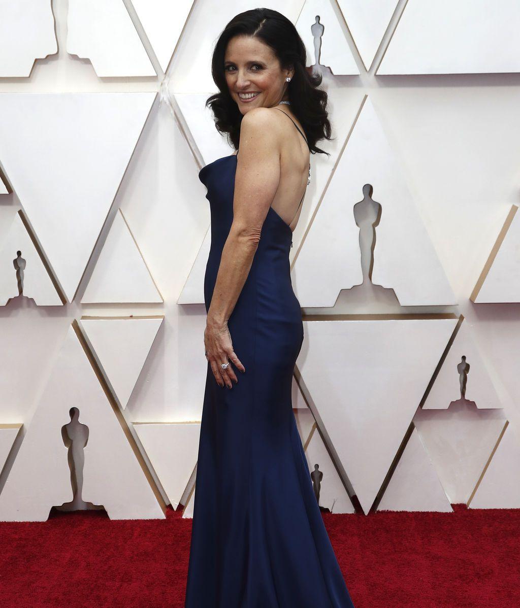 Julia Louis-Dreyfus posa en la alfombra roja de los Premios Óscar 2020