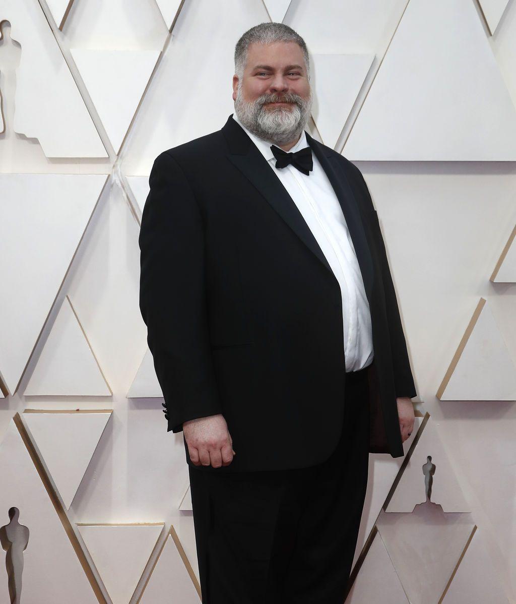 Dean DeBlois posa en la alfombra roja de los Premios Óscar 2020