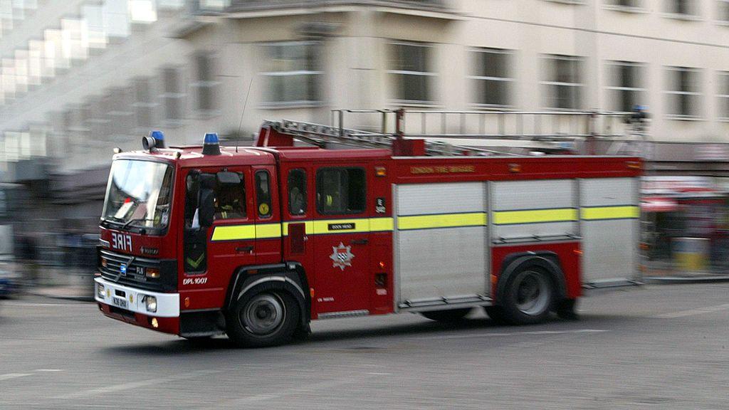 Explosión en un aparcamiento de varias plantas bajo un edificio de oficinas en el sureste de Londres