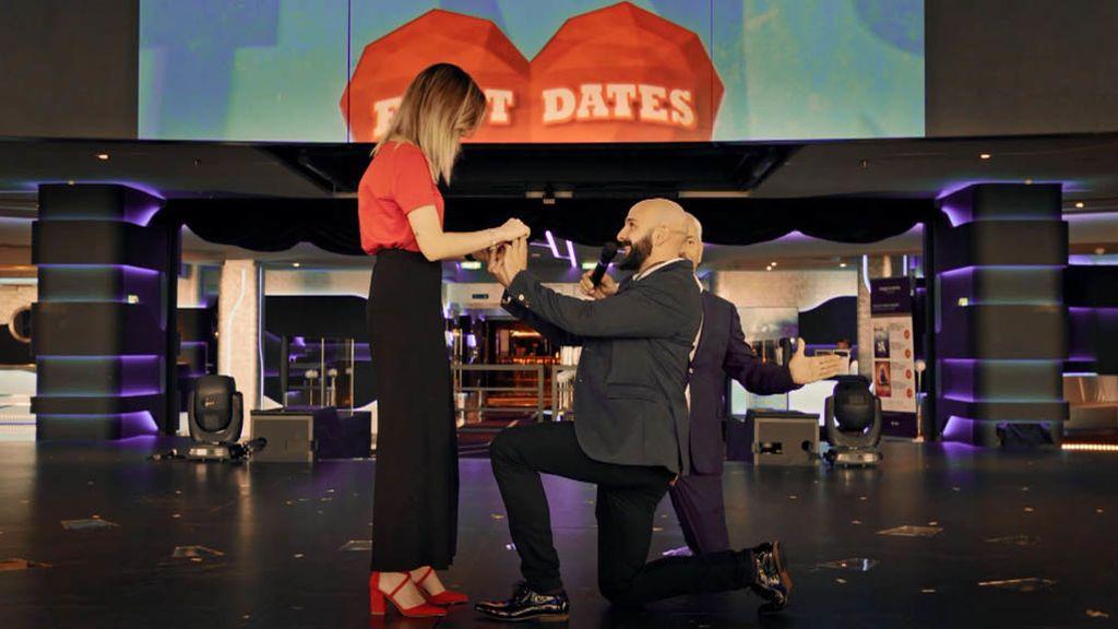 """Miguel Ángel le pide matrimonio a María delante de un teatro lleno de gente: """"Sabes que eres lo que más quiero en el mundo"""""""
