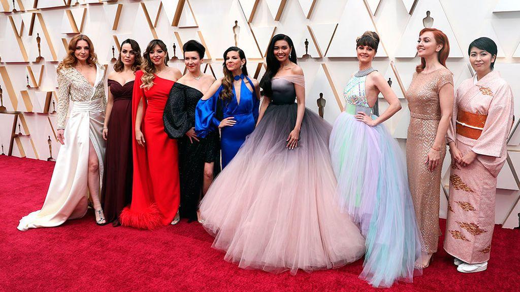 Gisela posa junto a las otras ocho intérpretes de Frozen
