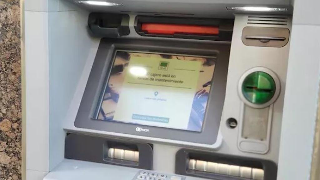 Un hombre se encuentra 100 euros en un cajero de Oviedo y se los entrega a la Policía