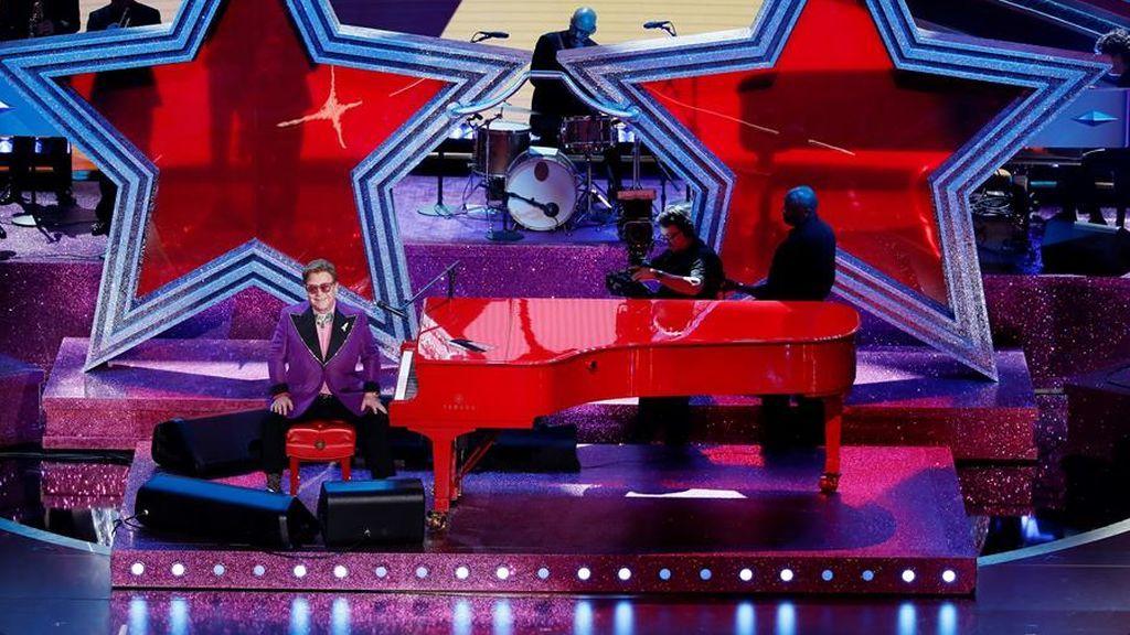 Elton John regala una actuación maravillosa
