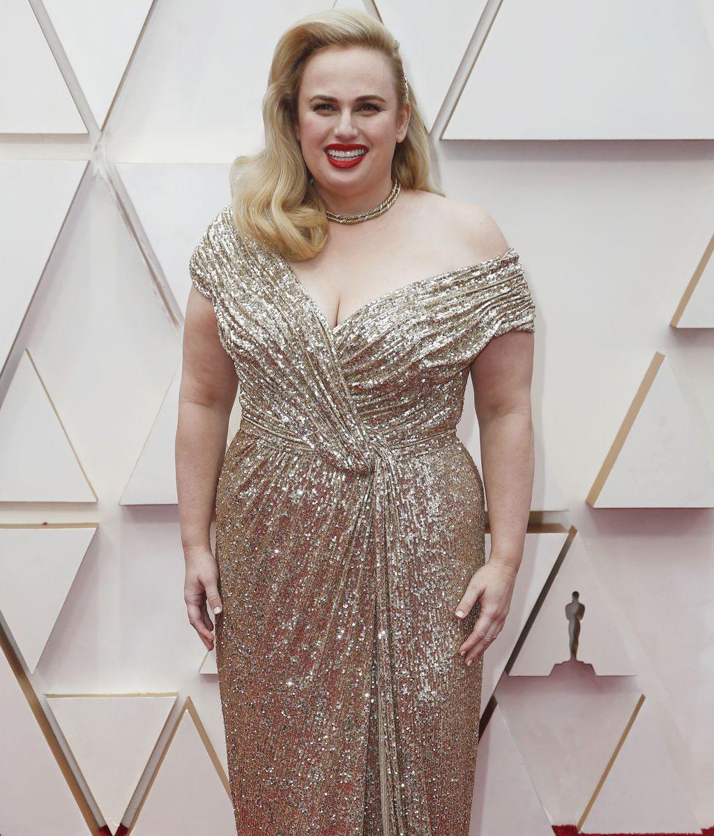 Rebel Wilson posa en la alfombra roja de los Premios Óscar 2020