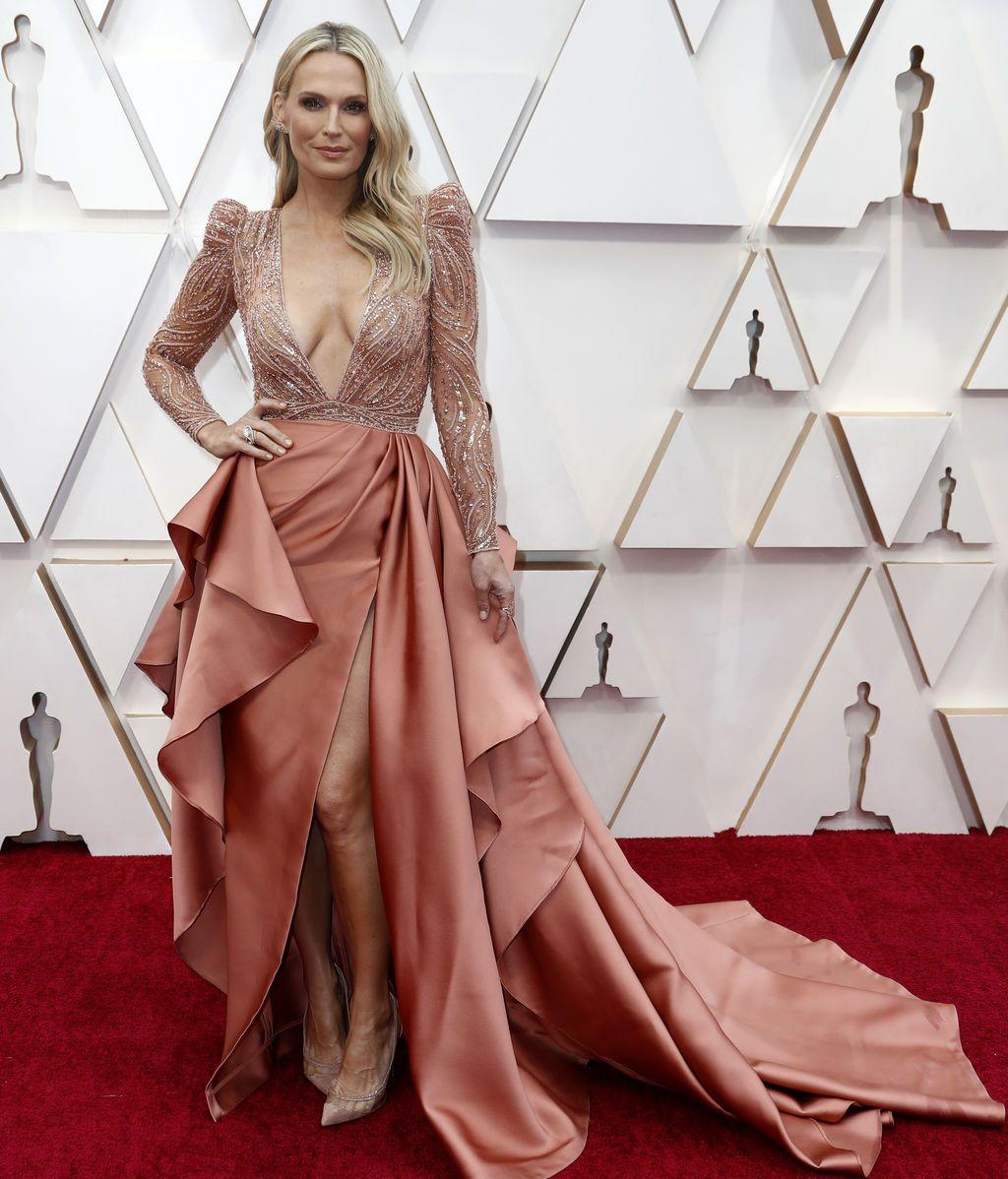 Molly Sims posa en la alfombra roja de los Premios Óscar 2020