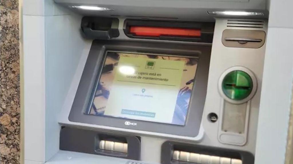 Un hombre se encuentra 100 euros en un cajero y se los entrega a la Policía, en Oviedo