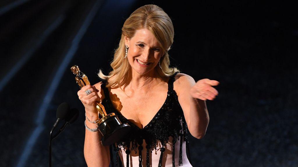 """La dedicatoria de Laura Dern a sus padres, actores, que nunca lograron el Oscar: """"Ellos son mis héroes"""""""