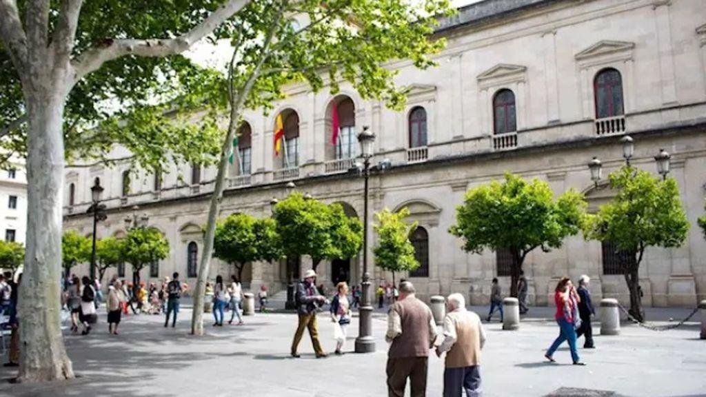 Los niños de Las 3.000 viviendas de Sevilla plantean pedirle al Ayuntamiento que abran la biblioteca los sábados