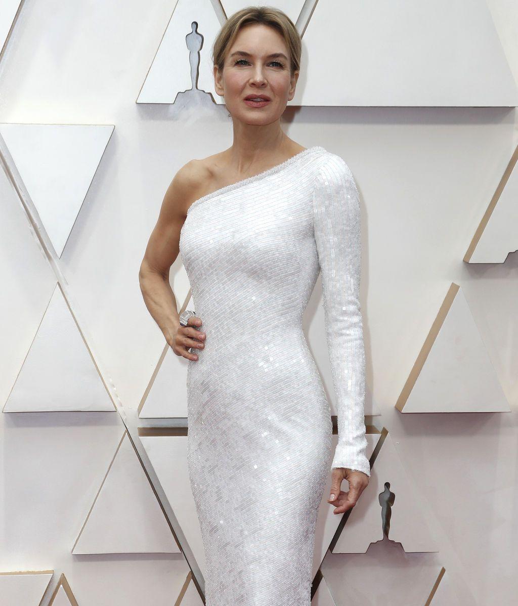 Renee Zellweger posa en la alfombra roja de los Premios Óscar 2020