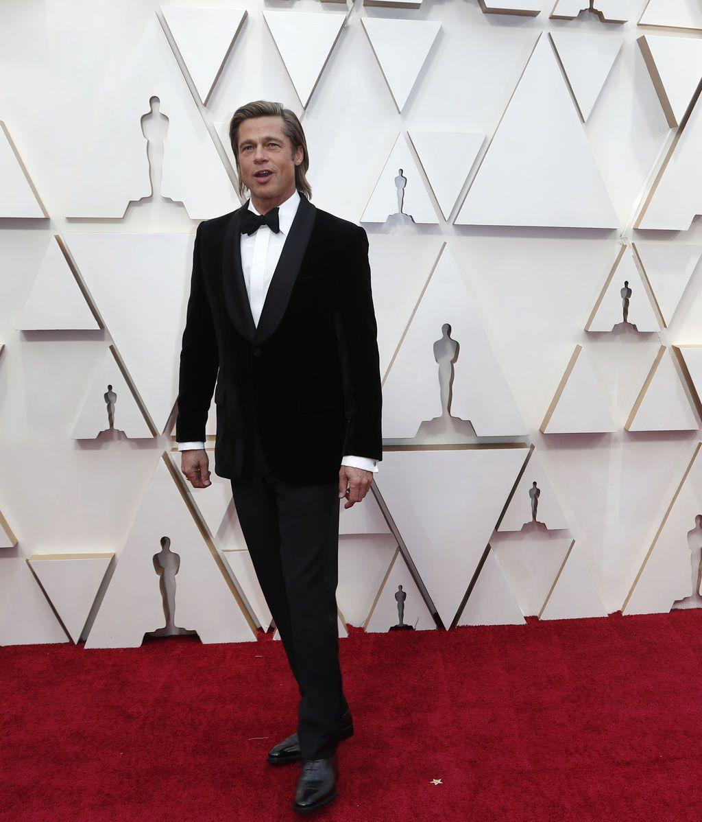 Brad Pitt posa en la alfombra roja de los Premios Óscar 2020