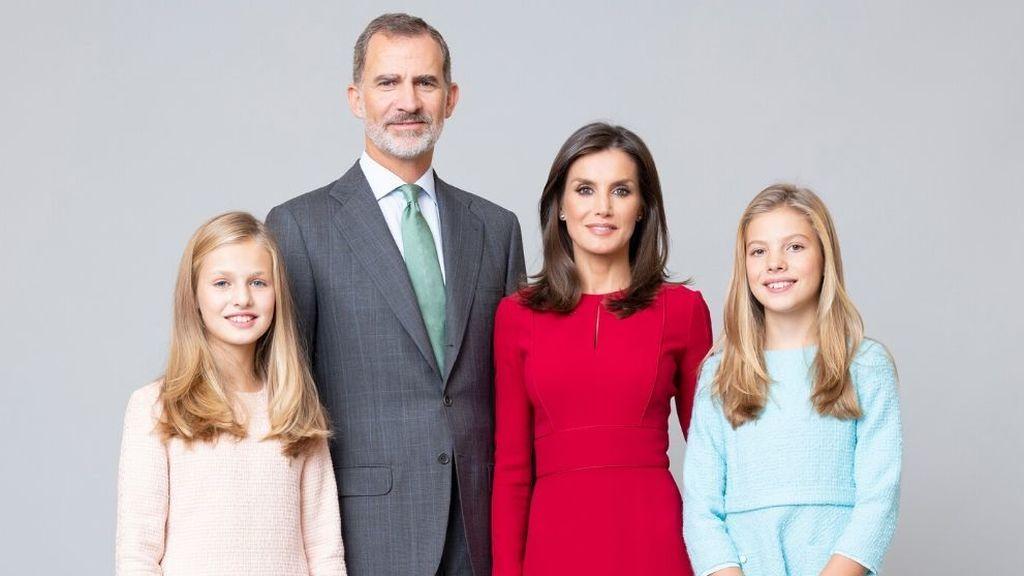 La Casa Real renueva los retratos de los reyes Felipe y Letizia y sus hijas Leonor y Sofía