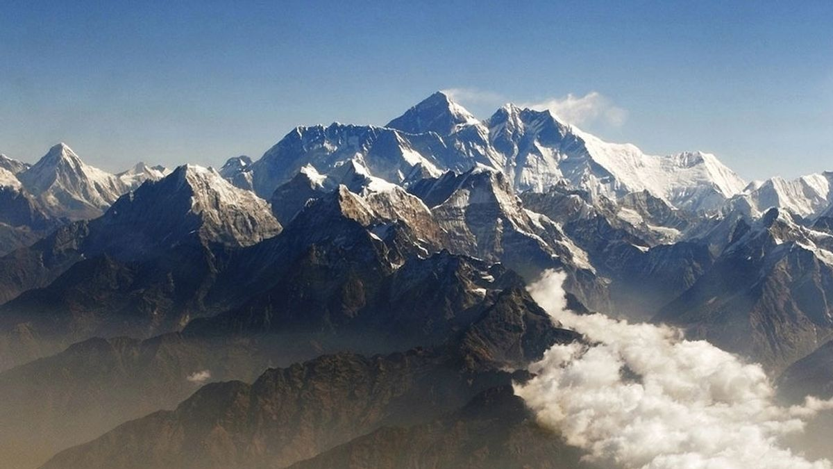 A más de 10 mil kilómetros de Londres, el Himalaya guarda evidencia de las primeras emisiones de la Revolución Industrial