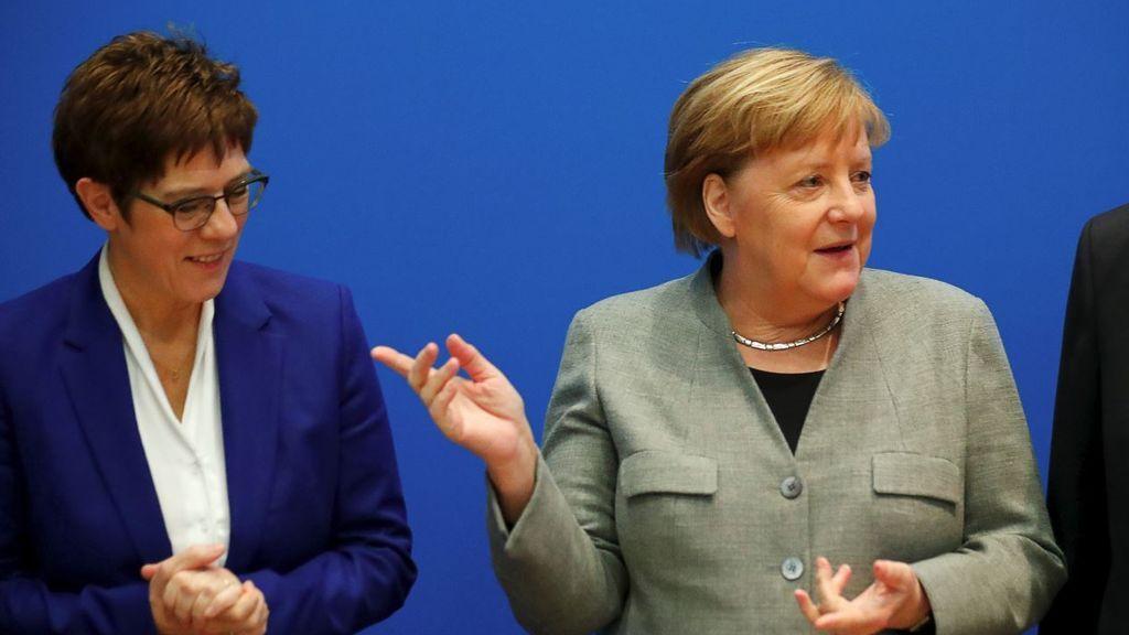 La 'heredera' de Merkel tira la toalla por el caos en Turingia