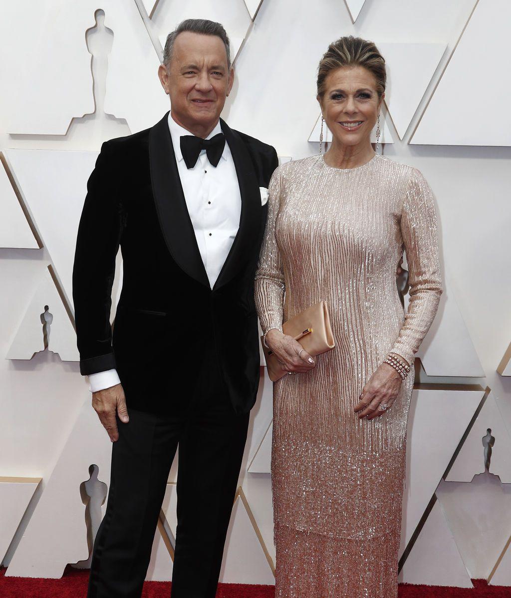 Tom Hanks y Rita Wilson posan en la alfombra roja de los Premios Óscar 2020