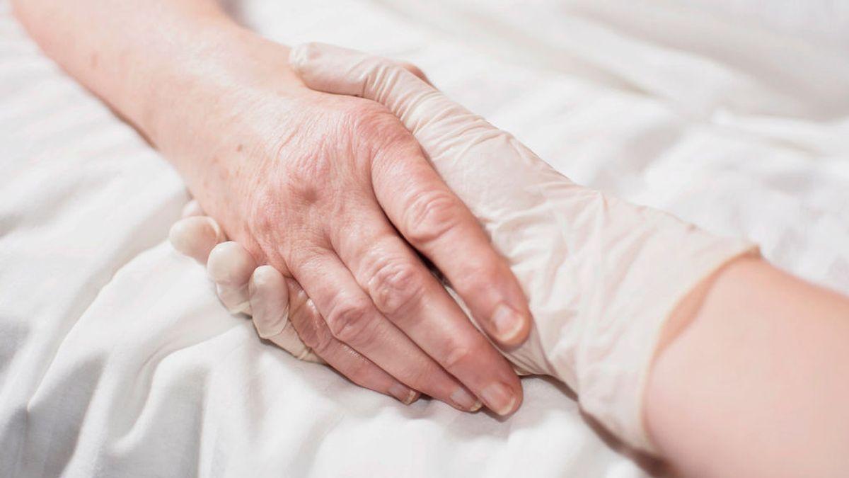Los españoles puntúan con un 7,4 sobre 10 la aceptación de la eutanasia, según un estudio del BBVA