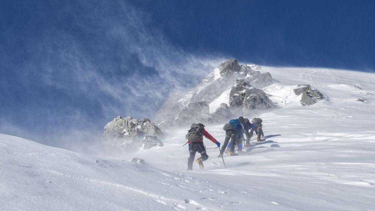 Son rescatados después de intentar escalar la montaña más alta de Reino Unido en plena tormenta