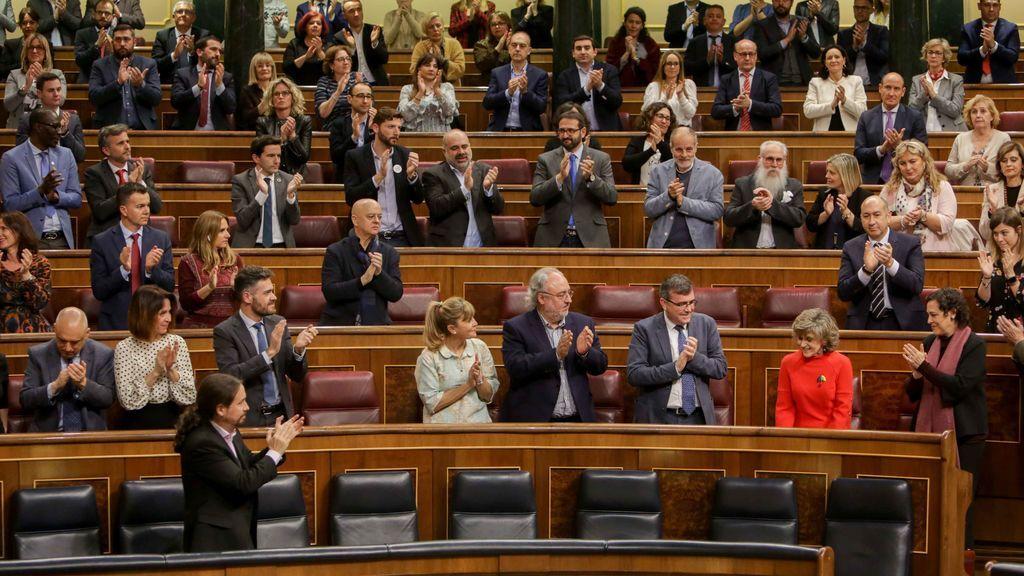 Aplausos en el  Congreso, que ha apruebado la tramitación de la ley de la eutanasia