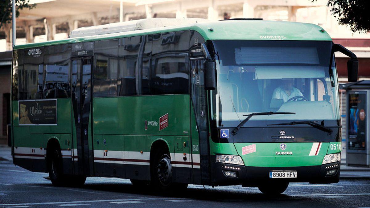 Denuncian al conductor de un autobús por escupir e insultar a una pasajera con movilidad reducida