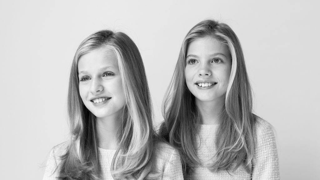 Fotografías oficiales de Sus Majestades los Reyes y Sus Altezas Reales la Princesa de Asturias y la Infanta Doña Sofía