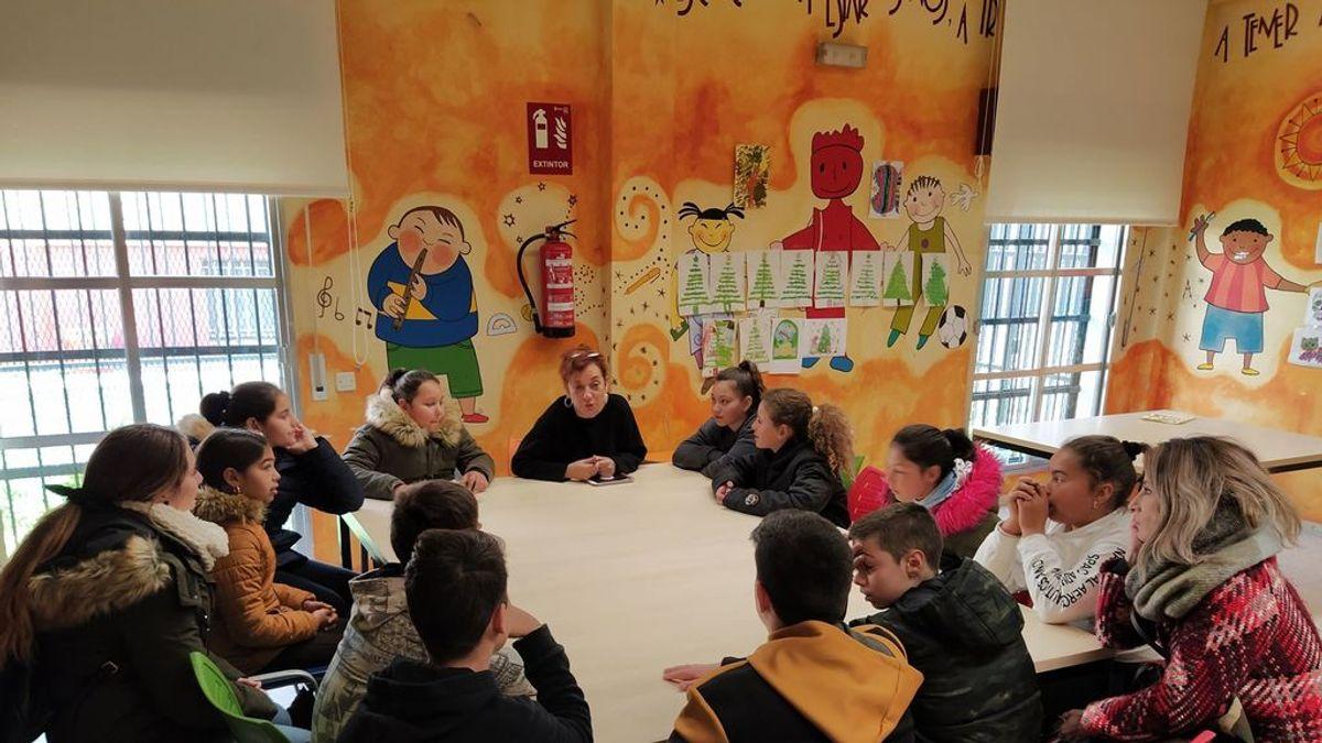 """Alumnas de Córdoba contra el 'micromachismo' de la farmacéutica Bayer: """"los hombres también pueden limpiar culitos de bebés"""""""
