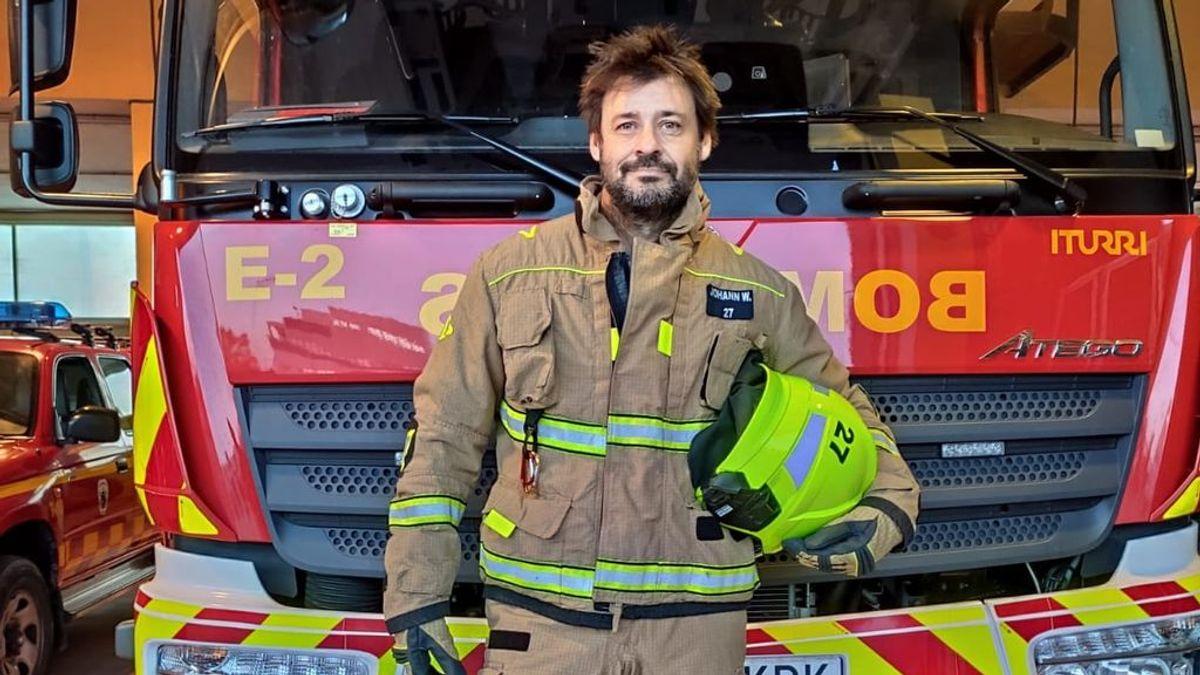 """24 horas en la vida de un bombero de 48 años: """"La experiencia va supliendo a los abdominales"""""""
