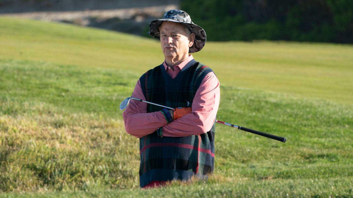 Bill Murray se toma un chupito de tequila que le ofrece una mujer en pleno torneo de golf