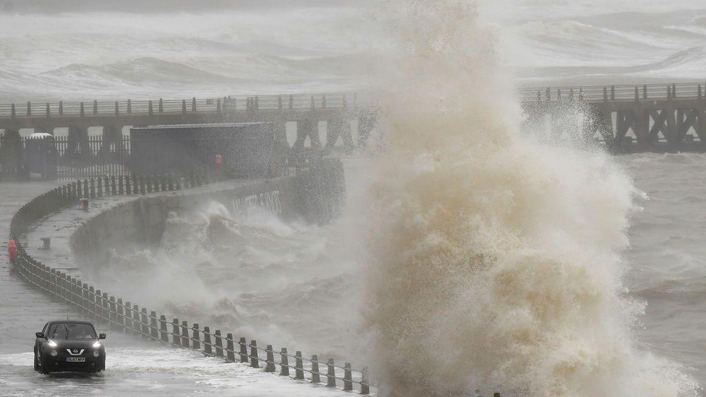 La borrasca Dennis le tomará el relevo a Inés: olas de hasta 20 metros en el Atlántico