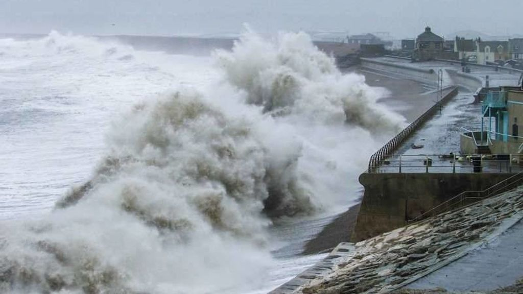 De Galicia al País Vasco: aviso por olas de más de 6 metros